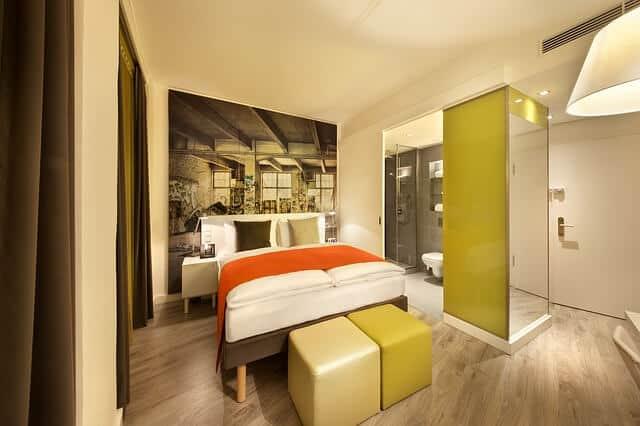 חדר מלון להמחשה בלבד